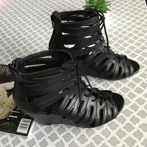 MIA®️ BLACK CUTE OUT LACE UP WEDGES SHOES.